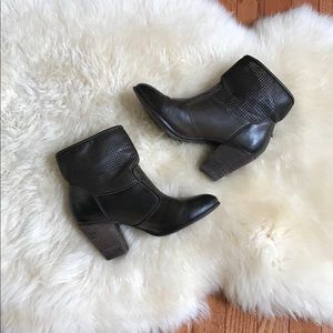 Report brown leather boots